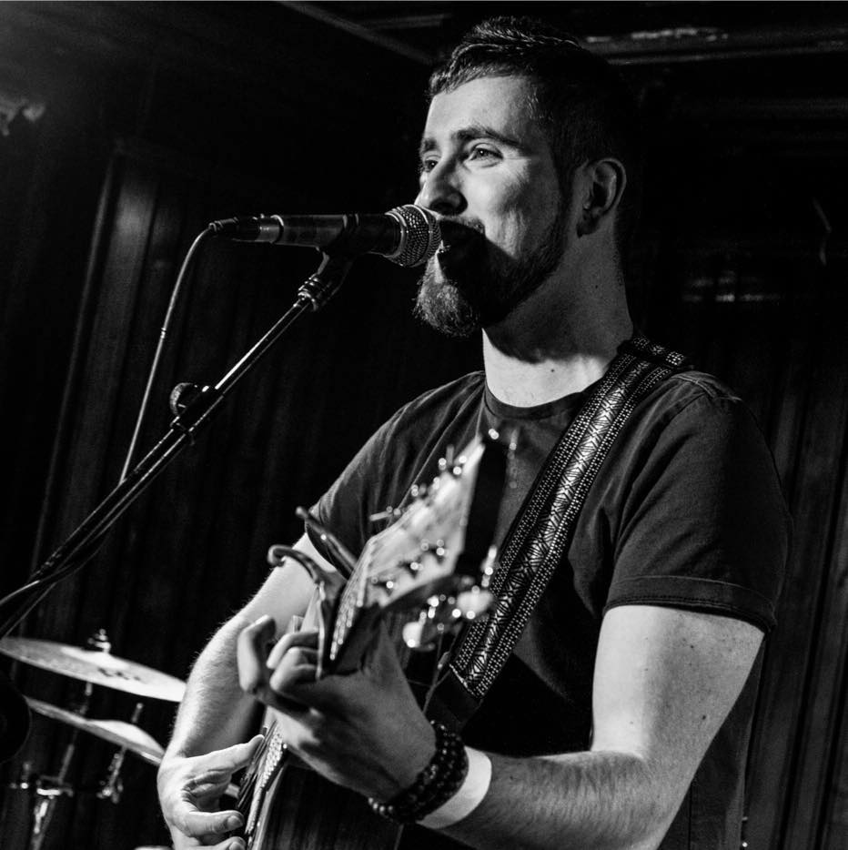 Tullamore singer-songwriter EOIN MARTIN features on RUN, the new single from Wob! which drops this Friday, March 13th.