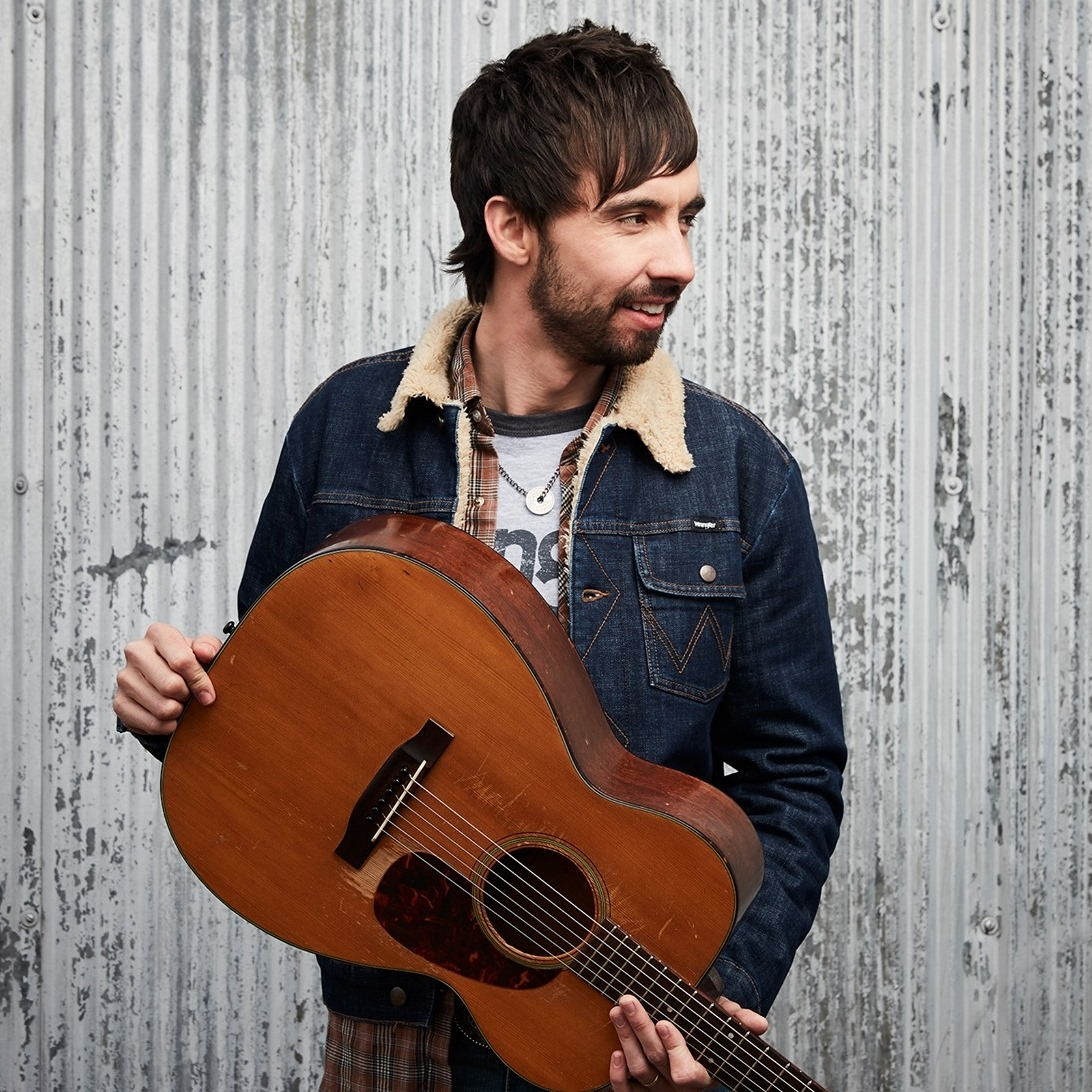 Mo Pitney's new album, AIN'T LOOKIN' BACK, is out on August 14th.